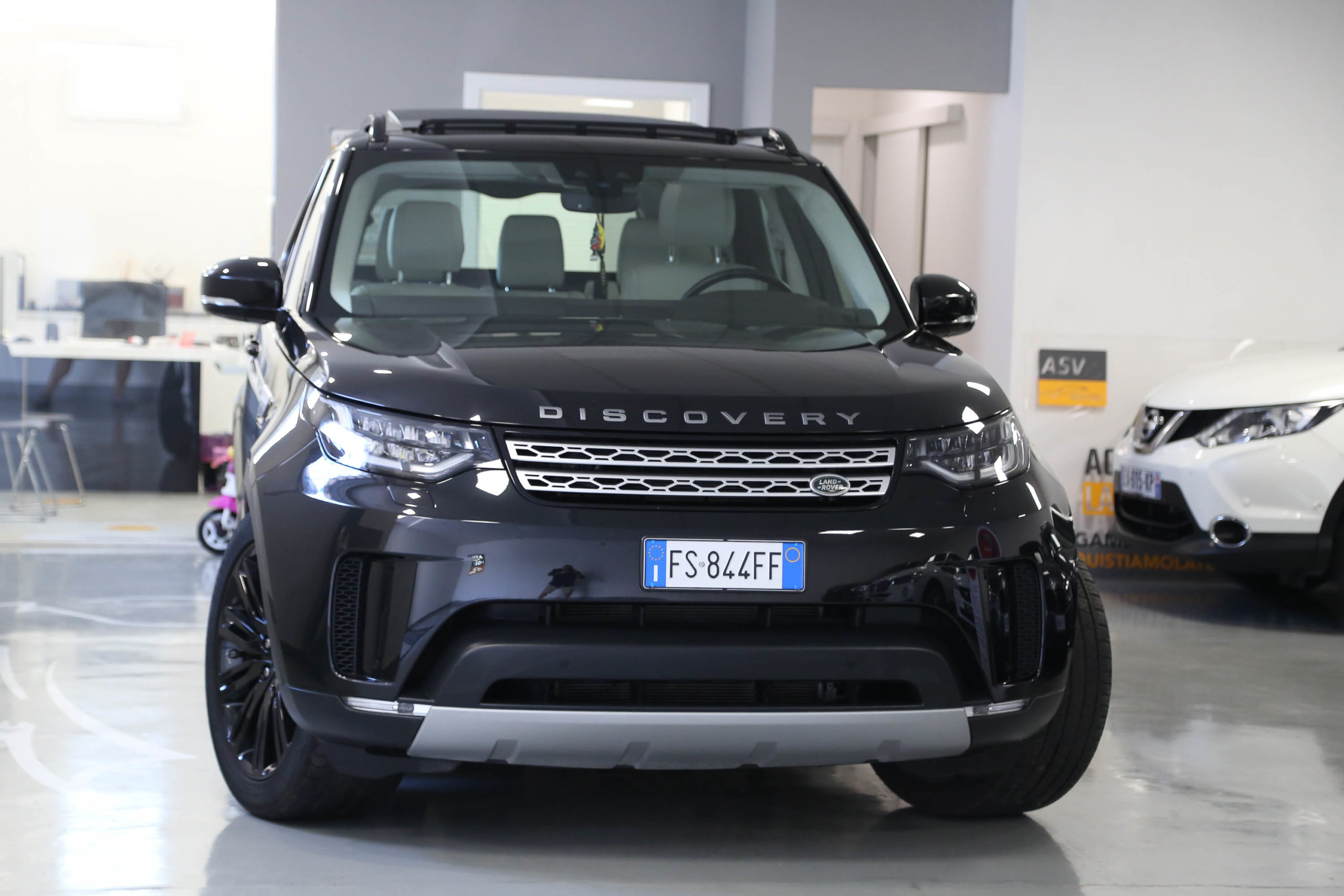 Land Rover Discovery 3.0 TD6 249 CV HSE 7 Posti