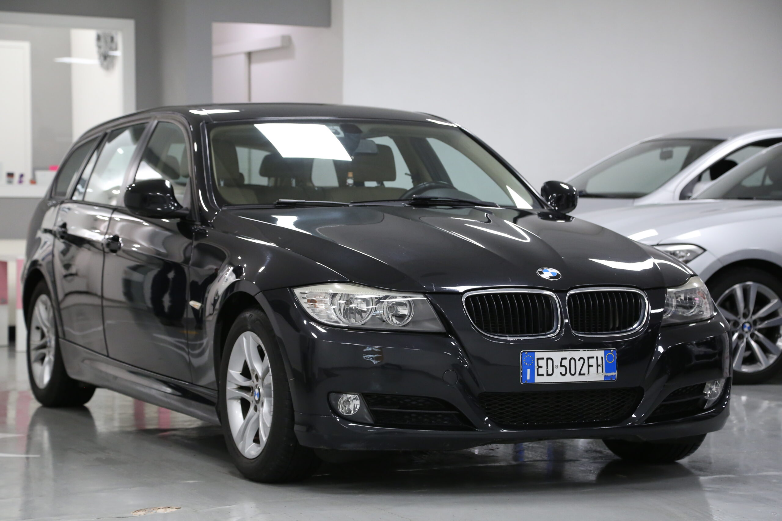 BMW 318 Serie 3   (E90/E91)  2.0 143CV cat Touring Futura